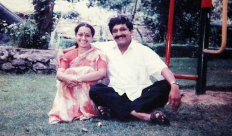 Manohar Parrikar With His Wife Medha