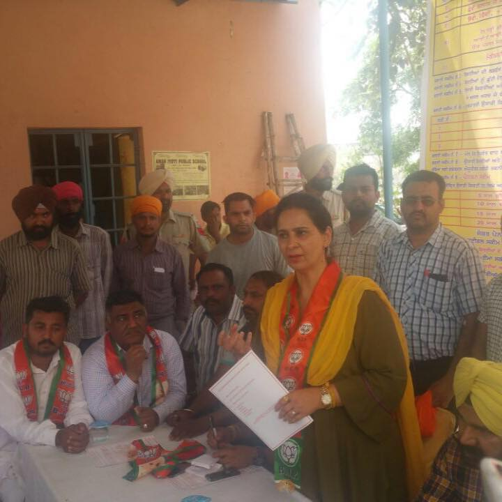 Navjot kaur Sidhu interacting with the members of BJP