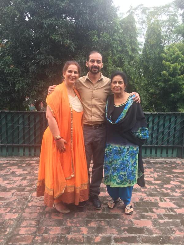 Navjot kaur Sidhu with her mother and brother