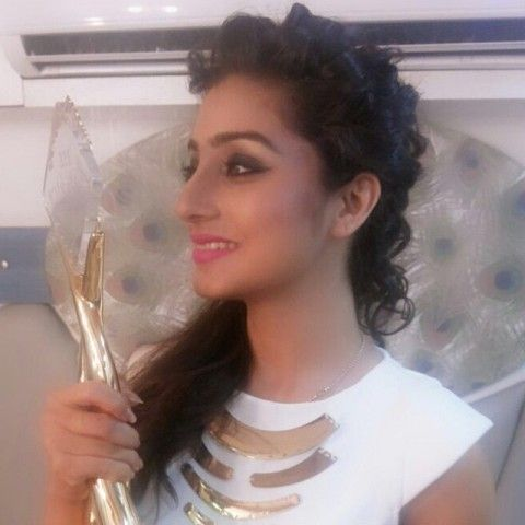 Neha Marda with award
