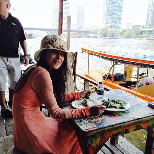Nia Sharma having food