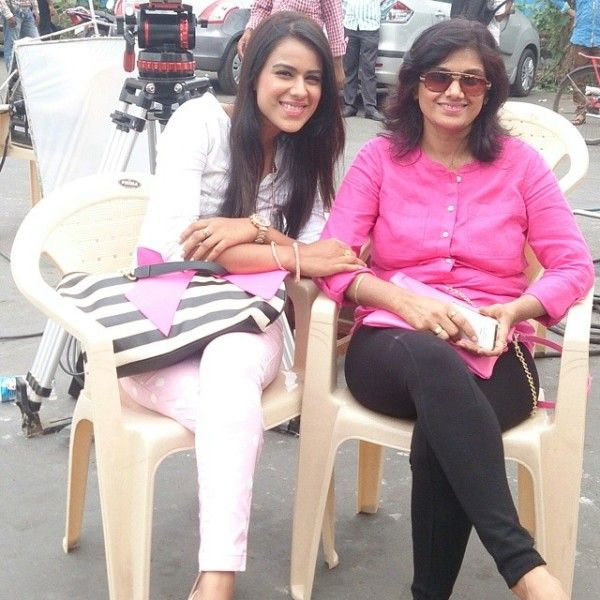Nia Sharma with her mother