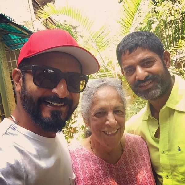 Nikhil Chinapa with his mother and brother