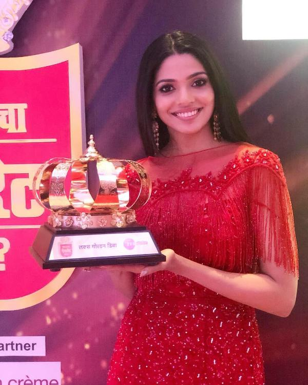 Pooja sawant with Golden Diva Award