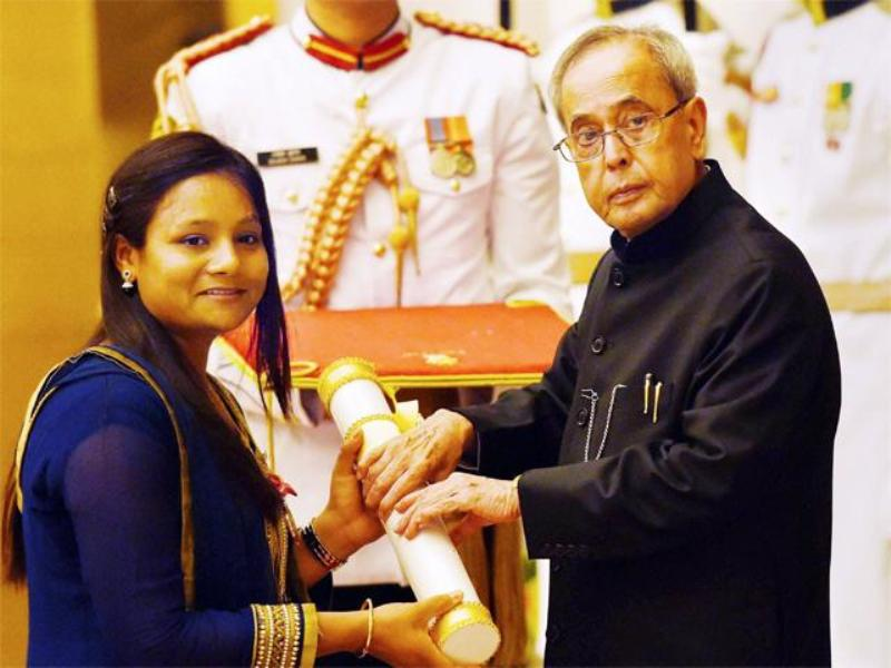 Pranab Mukherjee Presents Padma shri To Arunima Sinha
