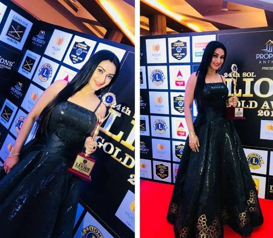 Rati Pandey with award