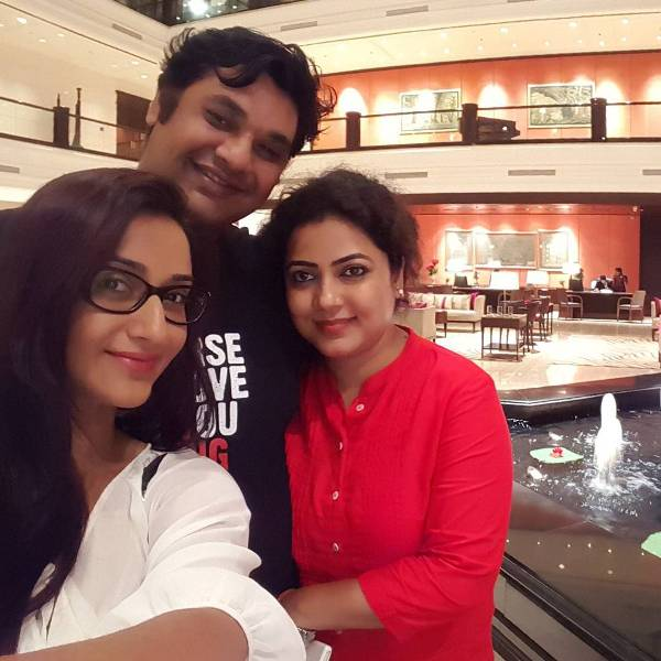Rati Pandey with her brother and sister-in-law