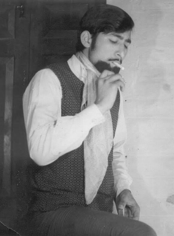 Ravindra Kaushik Smoking