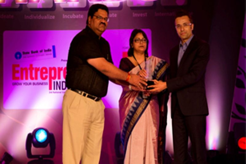 Sandeep Maheswari Receiving Creative Entrepreneur of the Year
