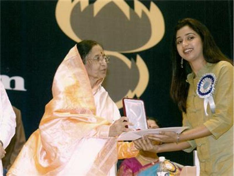 Shreya Ghoshal Receiving National Award