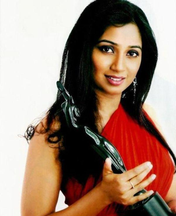 Shreya Ghoshal With Her Filmfare Award