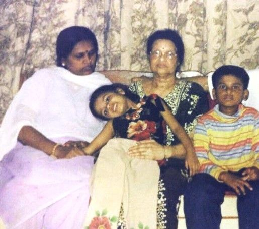 Shreyas Iyer (right) with her sister, mother, and grandmother