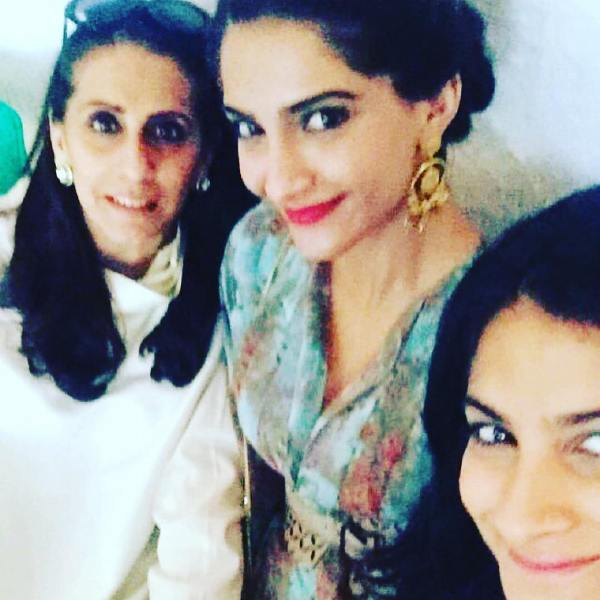 Sunita Kapoor with her daughters