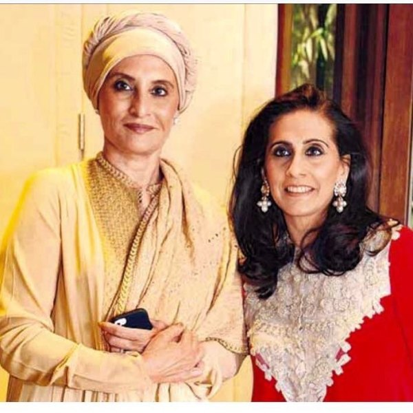 Sunita Kapoor with her sister
