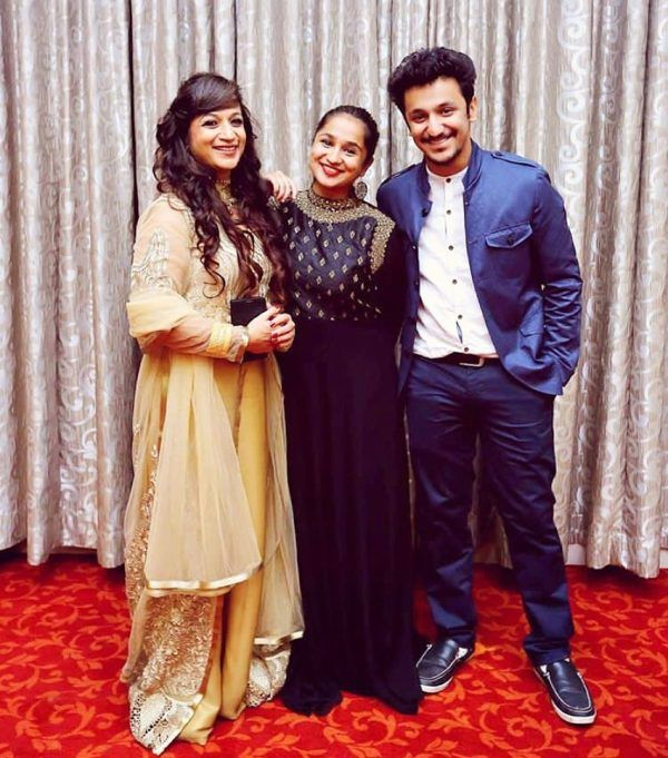 Zahara Sethjiwala with her mother and brother