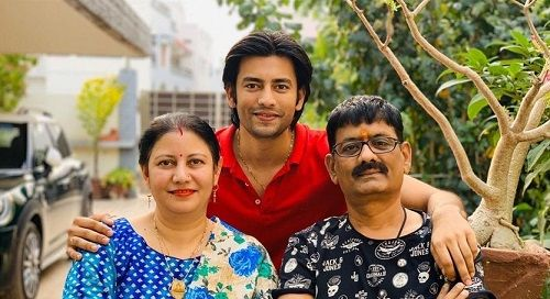 Aashay Mishra With His Parents