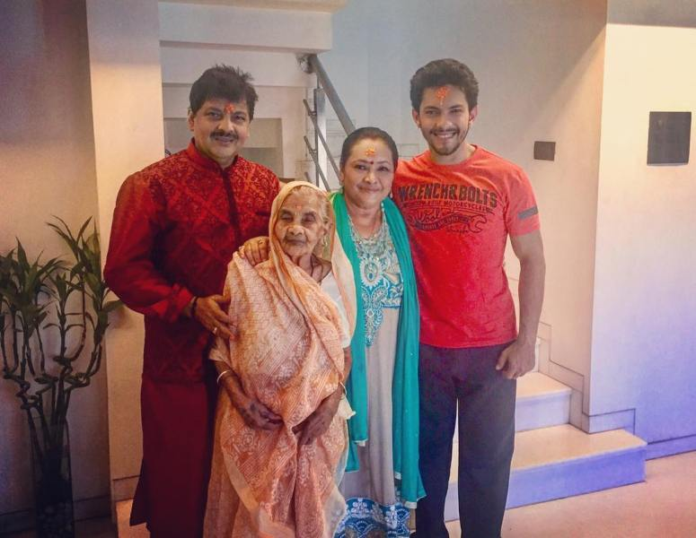 Aditya narayan with his parents and grandmother