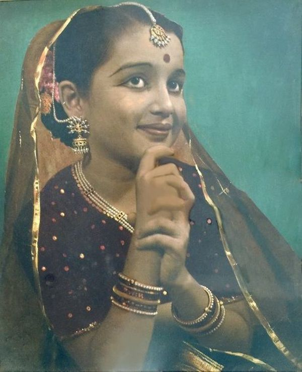 Asha Parekh Childhood Photo