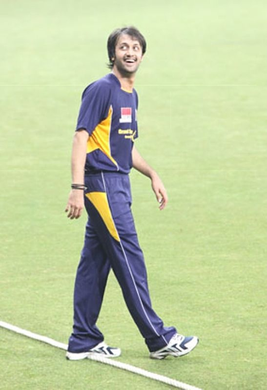 Atif Aslam Playing Cricket