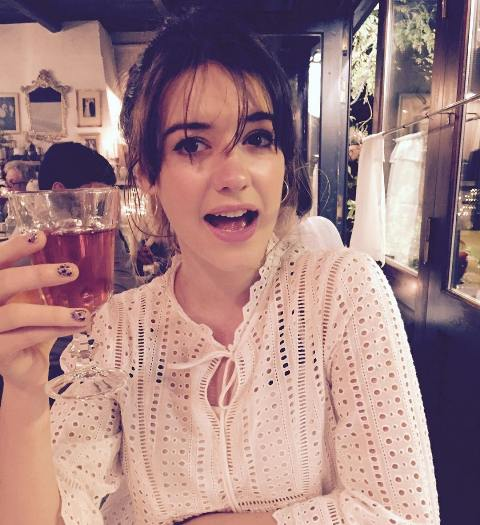 Daisy Edgar-Jones drinks alcohol