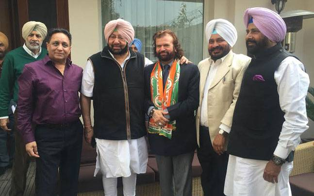 Hans Raj Hans as a member of Indian National Congress