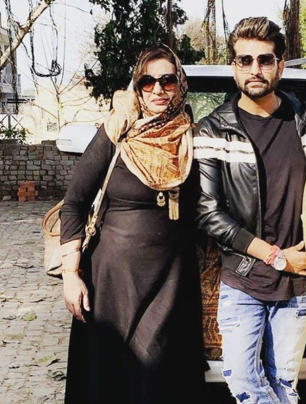 Hans Raj Hans' wife and son