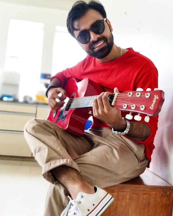Jitendra Kumar playing the guitar