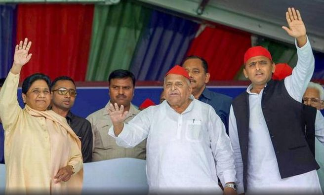 Mayawati sharing stage with Mulayam Singh Yadav and Akhilesh Yadav
