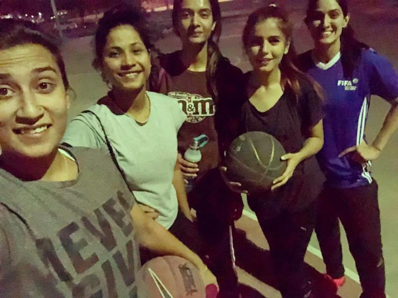 Momina Mustehsan playing basketball