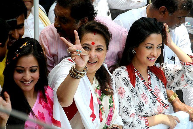 Moon Moon Sen With Riya Sen And Raima Sen
