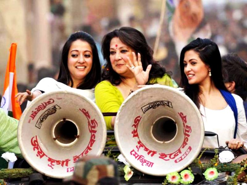 Moon Moon Sen With Raima And Riya During A Rally In Bankura