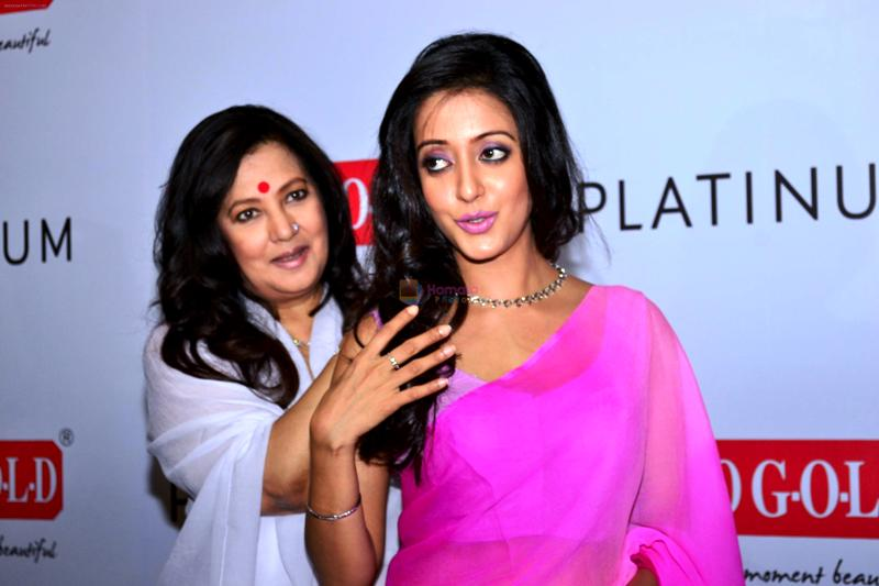 Moon Moon Sen With Her Elder Daughter Raima Sen