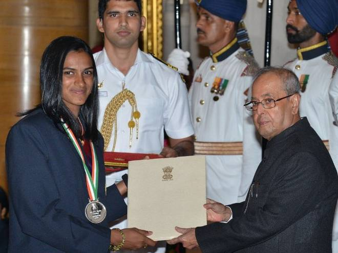 PV Sindhu receiving the Rajiv Gandhi Khel Ratna Award