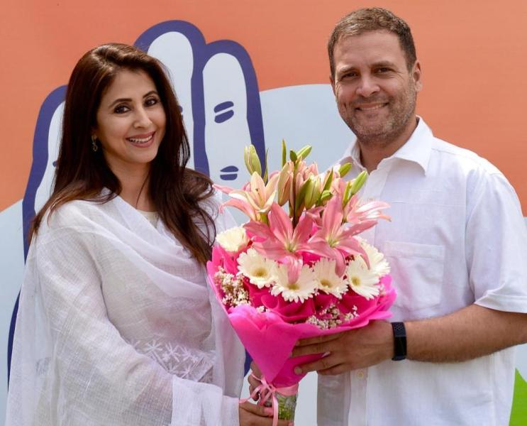 Rahul Gandhi welcoming Urmila Matondkar to Congress Party
