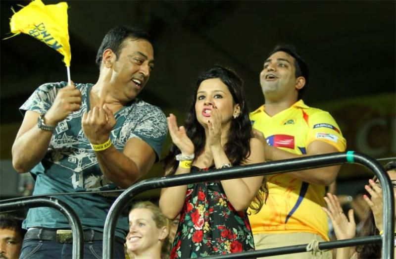 Sakshi Dhoni With Vindoo Singh Daara During IPL Match