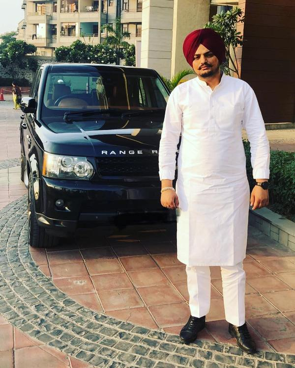 Sidhu Moosewala with his car