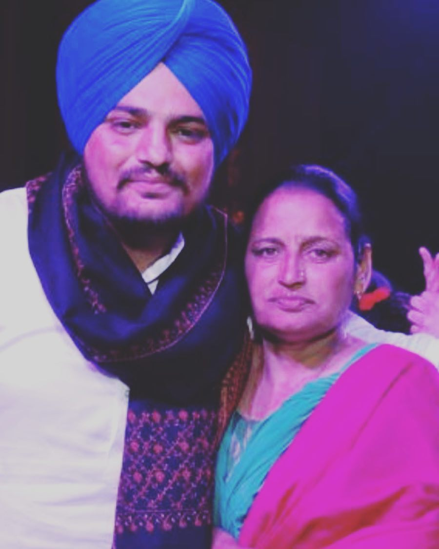 Sidhu Moosewala with his mother