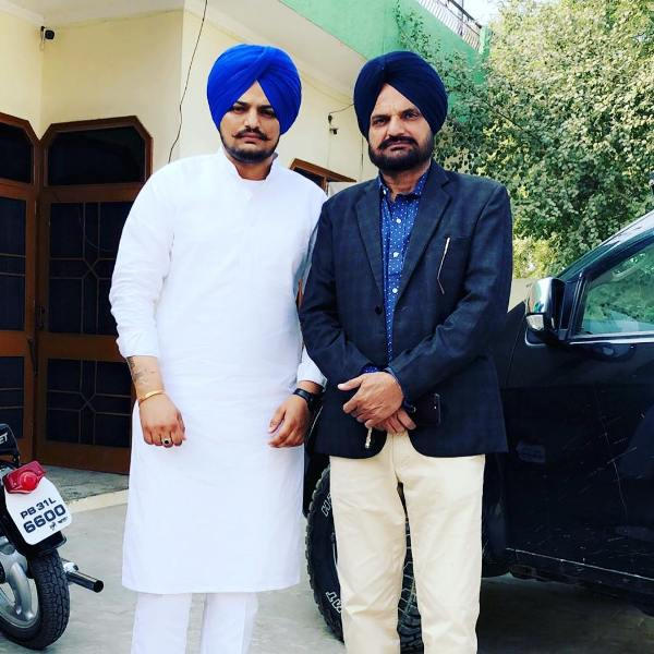 Sidhu Moosewala with his father