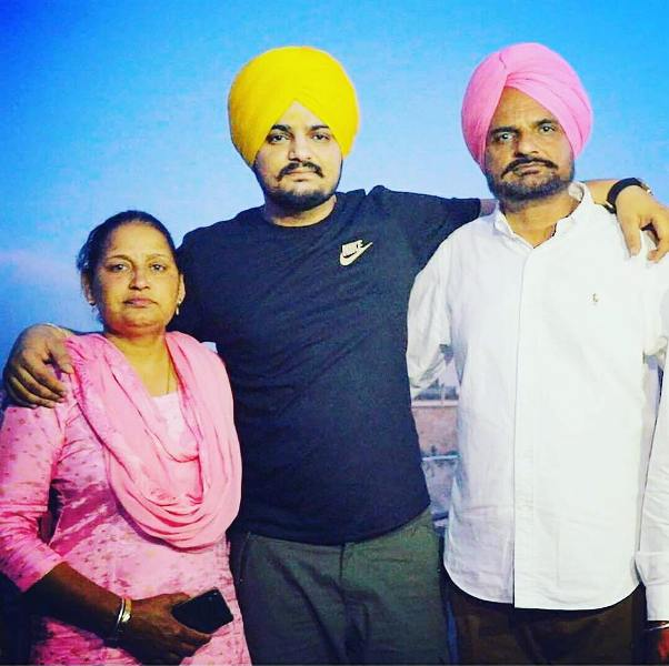 Sidhu Moosewala with his parents