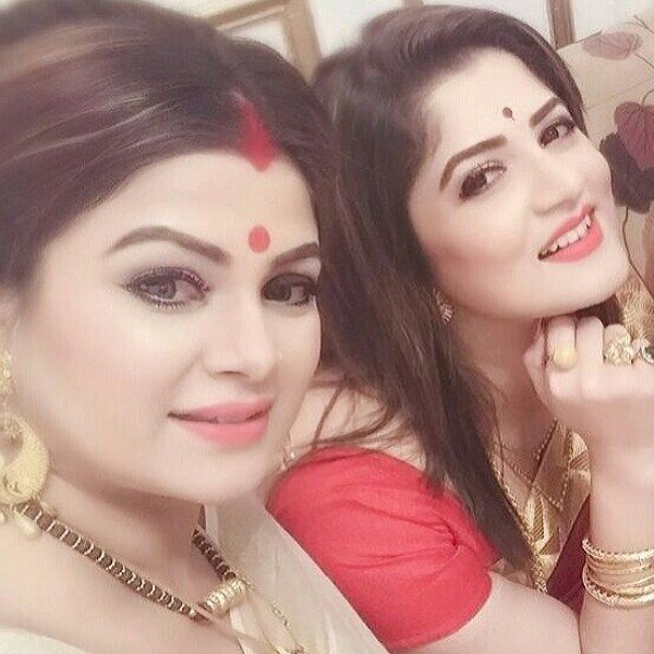 Srabanti Chatterjee With Her Elder Sister Smita