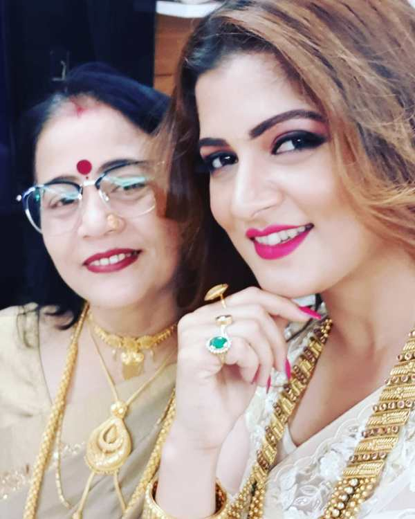 Srabanti Chatterjee With Her Mother