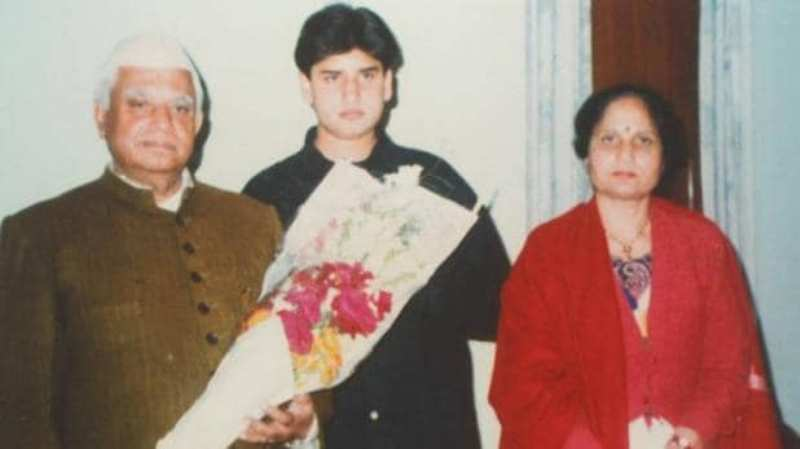 Throwback Picture Of Rohit Shekhar Tiwari With His Parents
