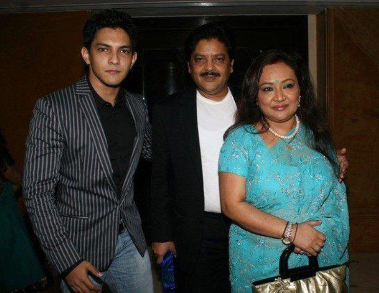 Udit Narayan With His Wife Deepa Narayan And Son Aditya