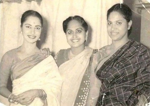 Waheeda Rehman With Sister Sayeeda And Mother