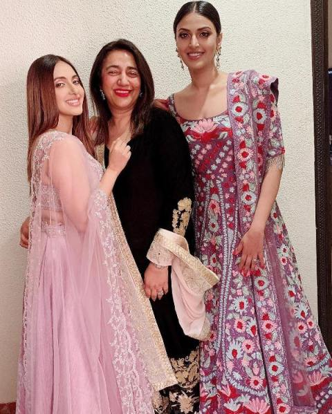 Akansha Ranjan Kapoor with her mother and sister