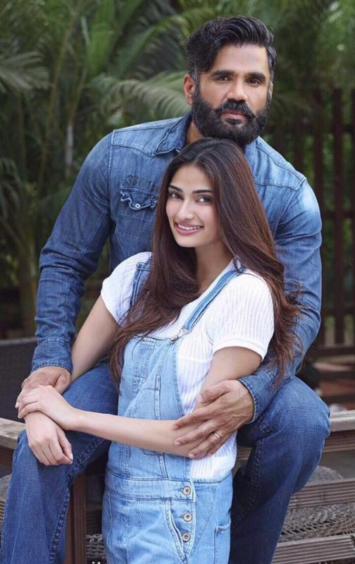 Athiya Shetty with her father