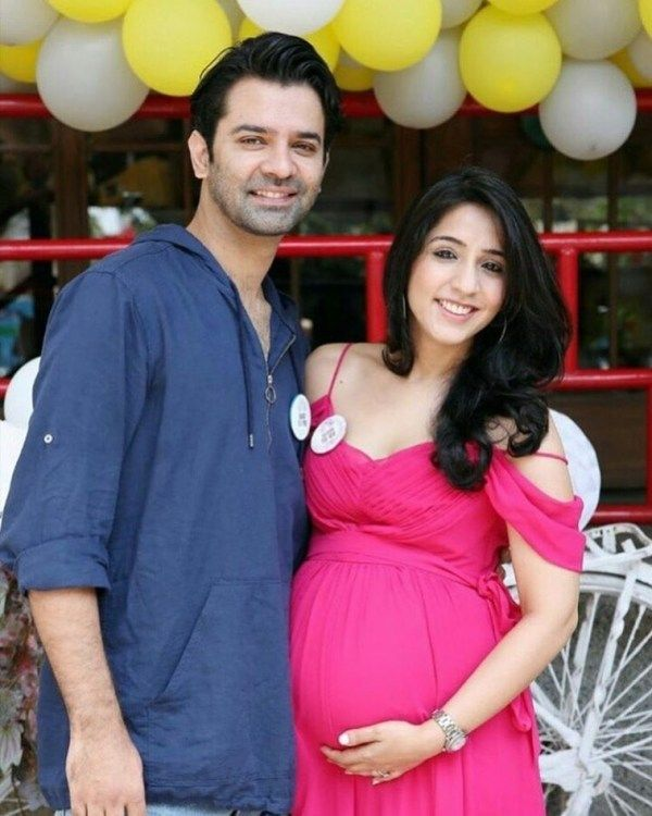 Pashmeen Manchanda with her husband at their baby shower