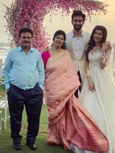 Charu Asopa with her husband and parents