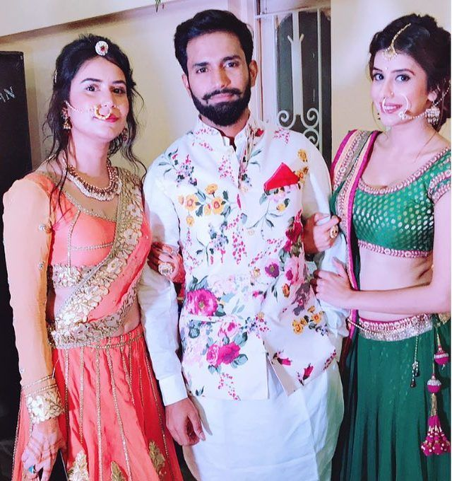 Charu Asopa With Her Brother Chetan And Sister Chintan
