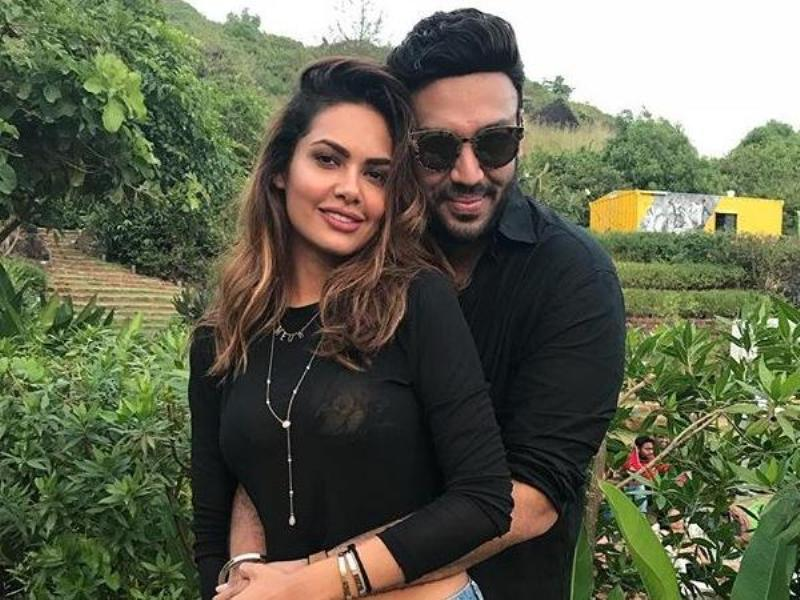 Esha Gupta And Nikhil Thampi